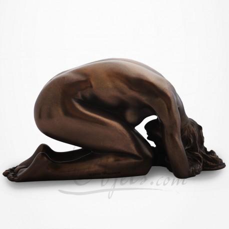 Body Talk - Femme nue à genoux, enroulée