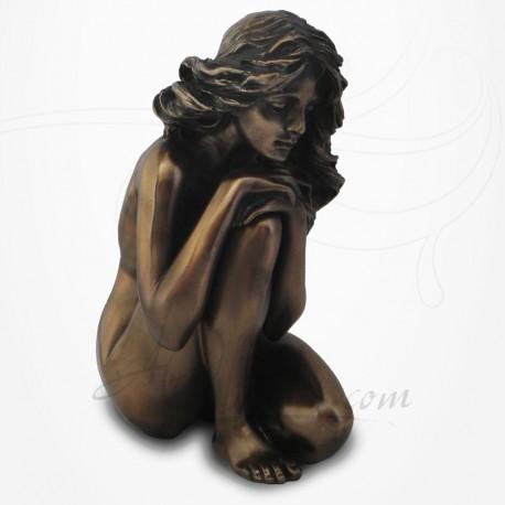 Body Talk - Femme nue assise, mains sur un genou