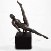 Body Talk - Homme Gymnaste - Equilibre sur les mains - Mouvement de ciseaux