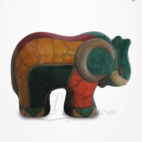 Éléphant à l'arrêt en Raku