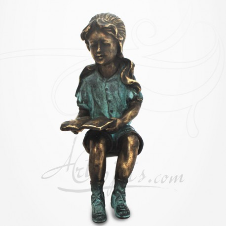 Statue Jeune Fille assise, lisant,