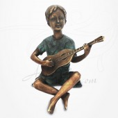Statue Jeune Garçon assis jouant de la Guitare