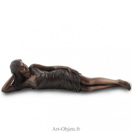 Statue Femme Allongée